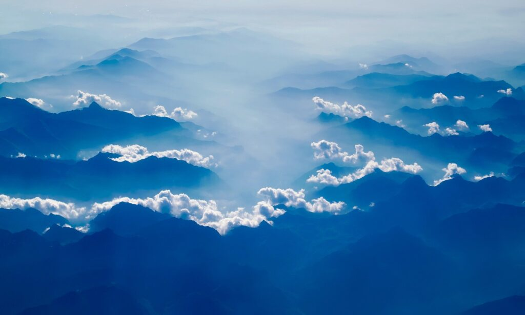 Questa immagine ha l'attributo alt vuoto; il nome del file è mountains-1985027_1920-1024x615.jpg
